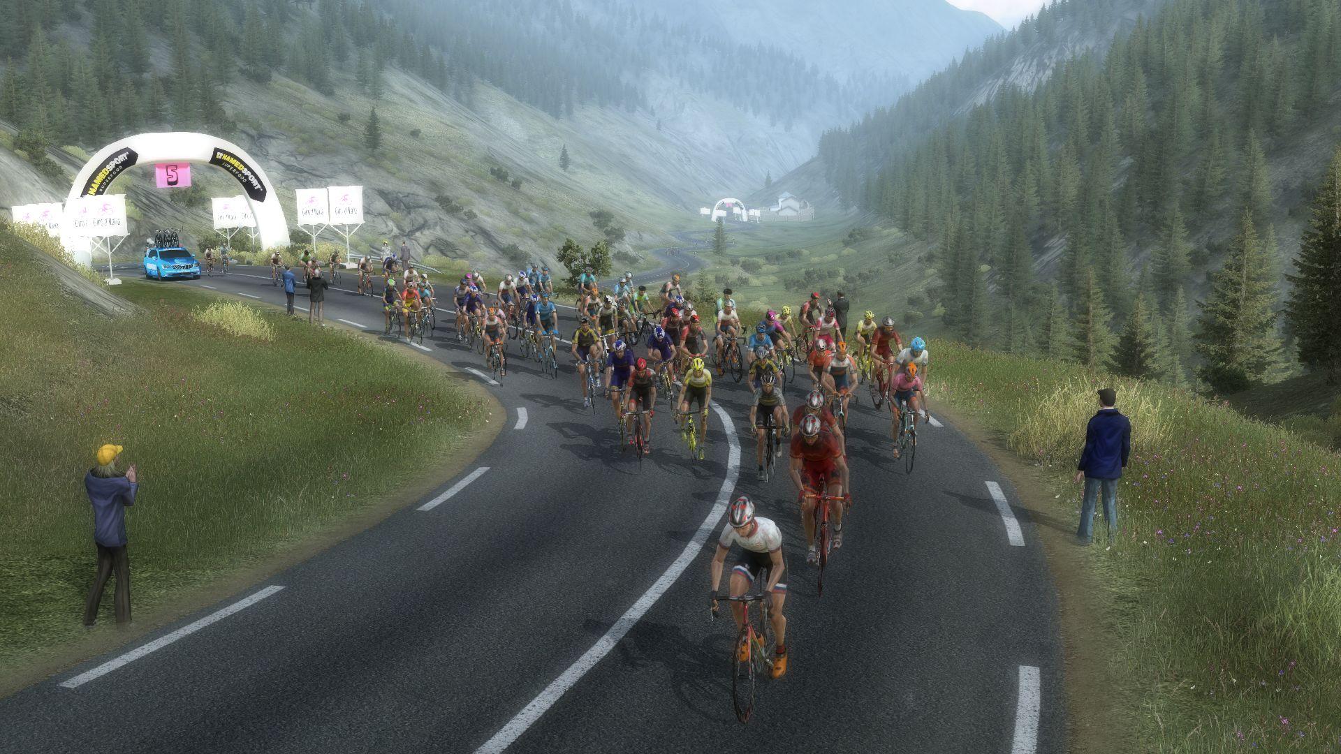 pcmdaily.com/images/mg/2020/Reports/GTM/Giro/S20/mg20_giro_s20_072.jpg